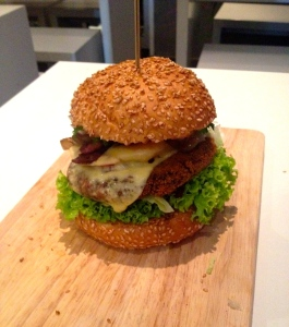 Vegan Burger bigger than my head, Lily Burger, Urbanstr.