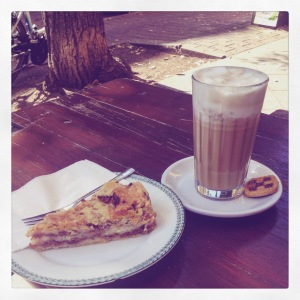 Coffee and apple pie at K-Fetisch.