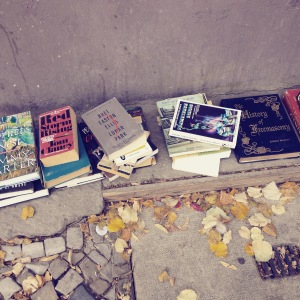 Free English books on Weser str. Neukölln.