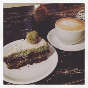 Kaffee und Torte.